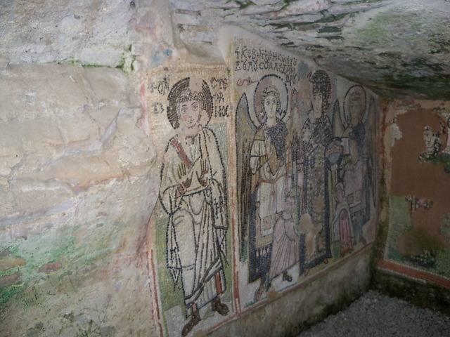 Древние фрески в церкви Дурреса