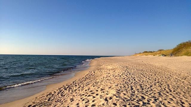 beach-429749_640