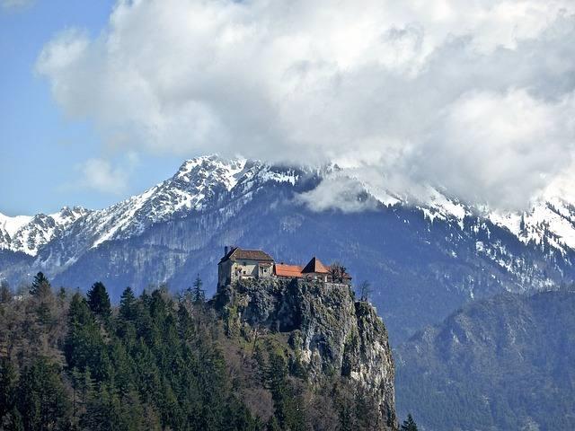 castle-607690_640