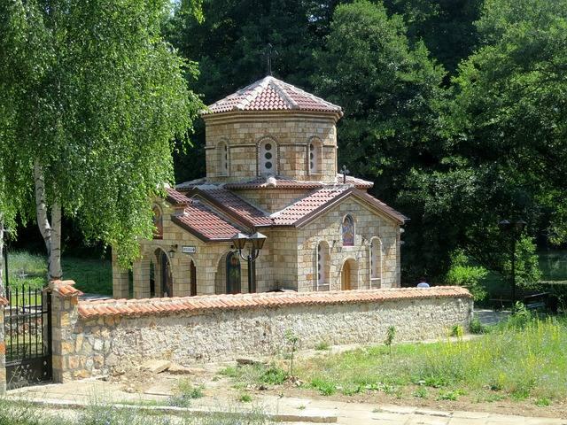small-chapel-229360_640
