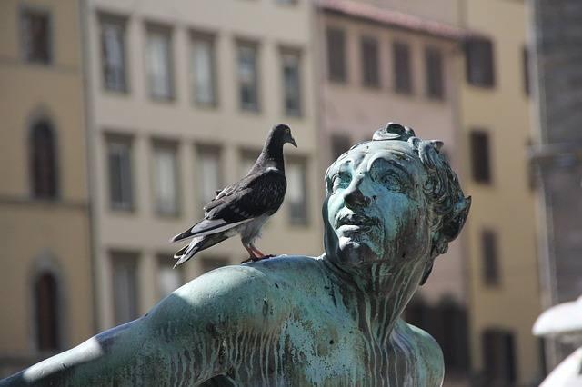 statue-185435_640