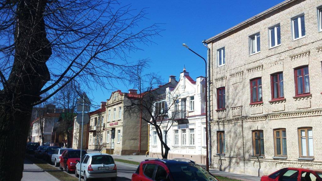старинные здания на одной из улиц Гродно. Обратите внимание на цвет кирпича: в 19 веке этот необычный белый кирпич считался одним из важных символов гродненской архитектуры