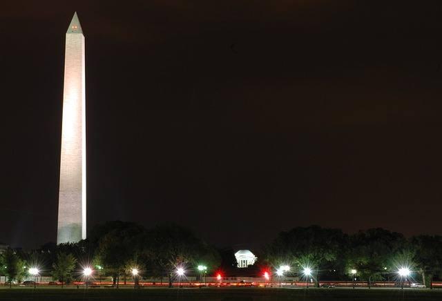 Мемориал Вашингтона ночью, 169 метров
