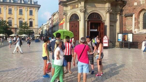 Арда Туран и зеленый зонтик