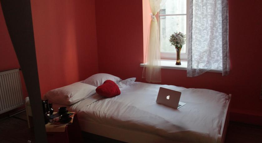 кровать в хостеле риги