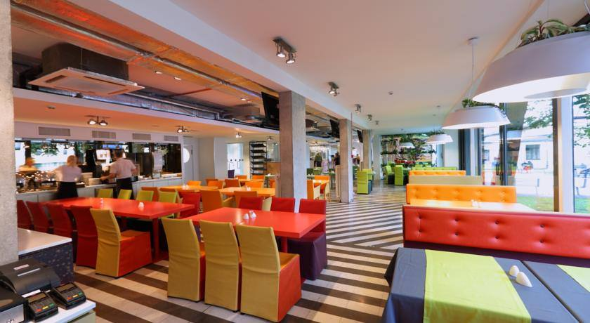 Days Hotel Riga VEF столовая