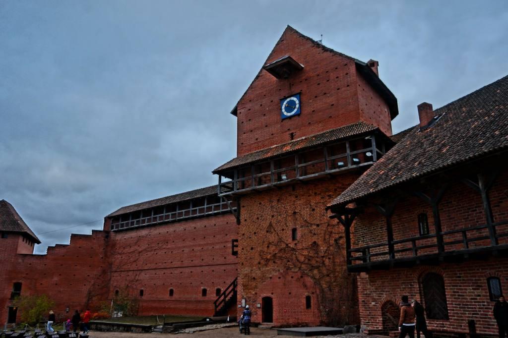 внутренние постройки Турайдского замка