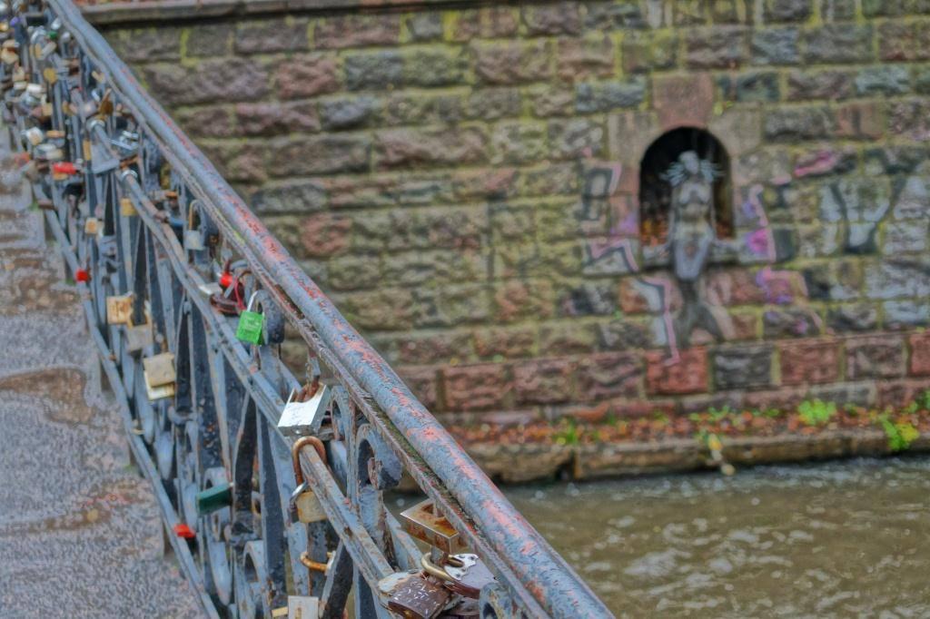 замки на мосте