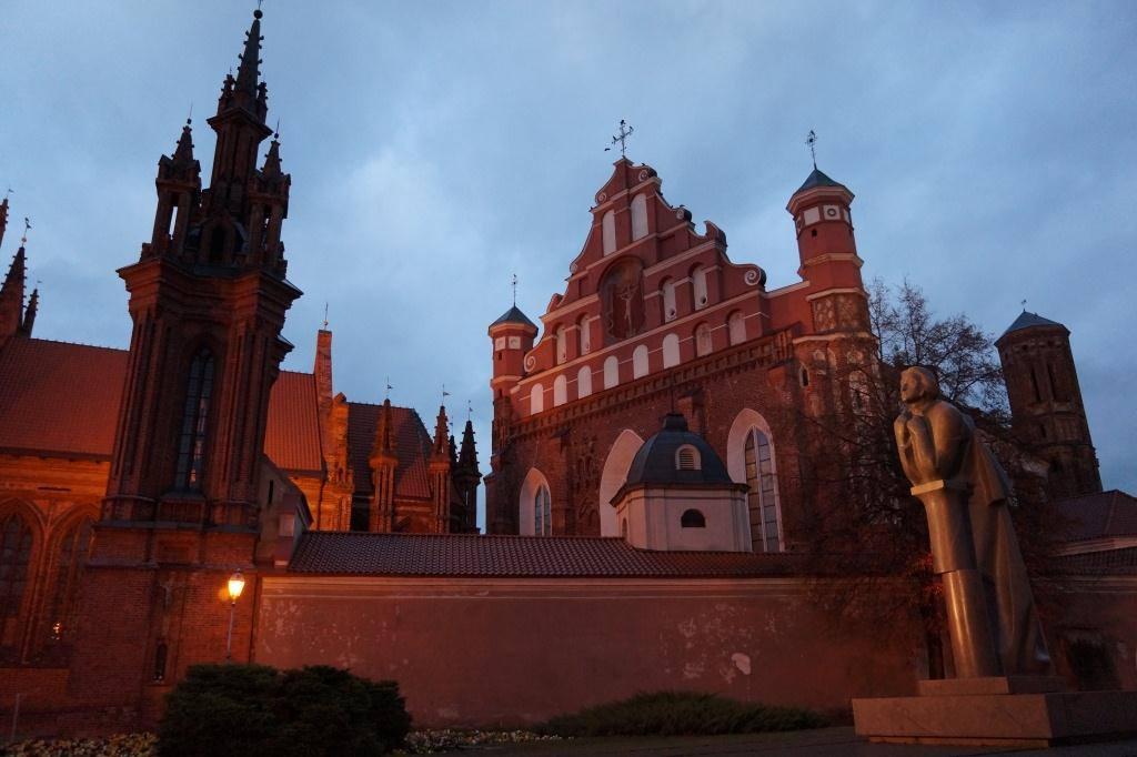 Вильнюс ночью красивый костел