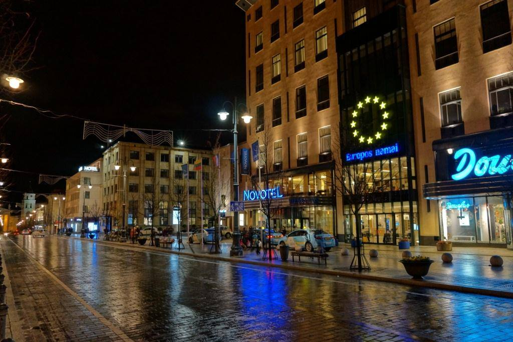 отель в Вильнюсе и флаг ЕС