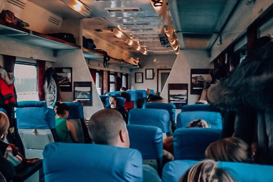 vagon-s-mestami