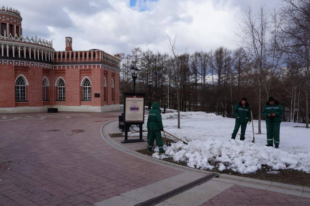 дворники в москве
