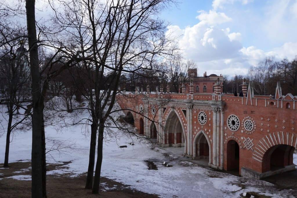 мост с масонскими символами в Царицыно