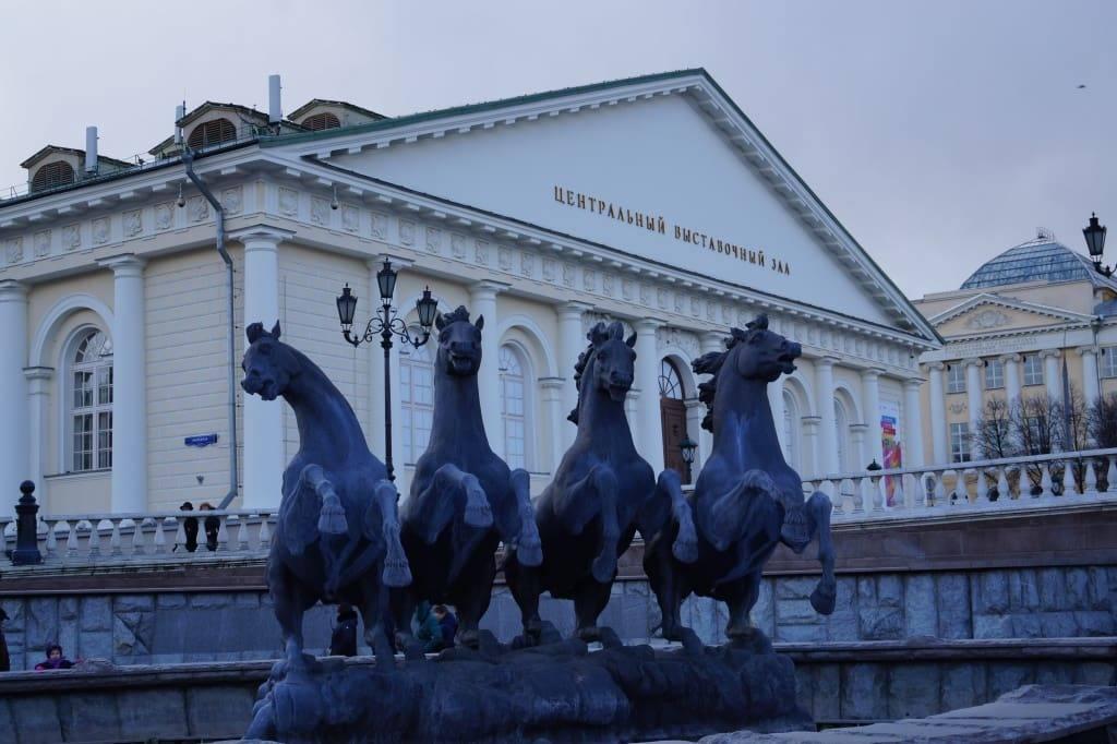 четверка лошадей фонтан