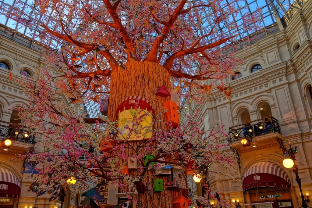 дерево в ГУМе Москва