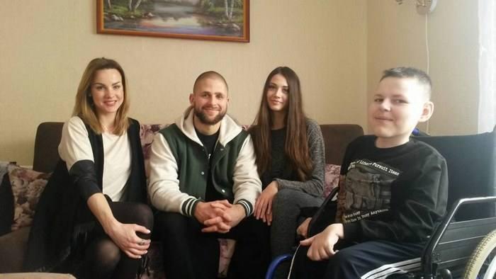 Полина, Женя и Анастасия Косенкова в гостях у мальчика по имени Максим (Любань 2016)