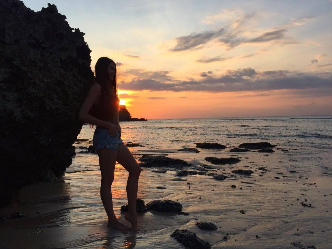 Сфоткал сестру на пляже 24 фотография