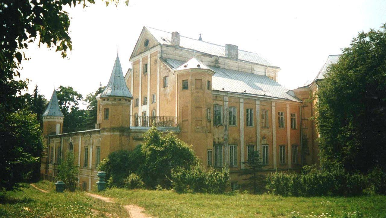 Вид замка во времена СССР. Фото с сайта Википедия.