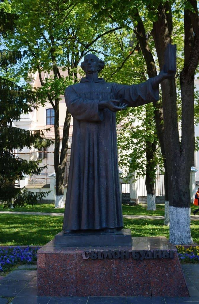 памятник в Будному