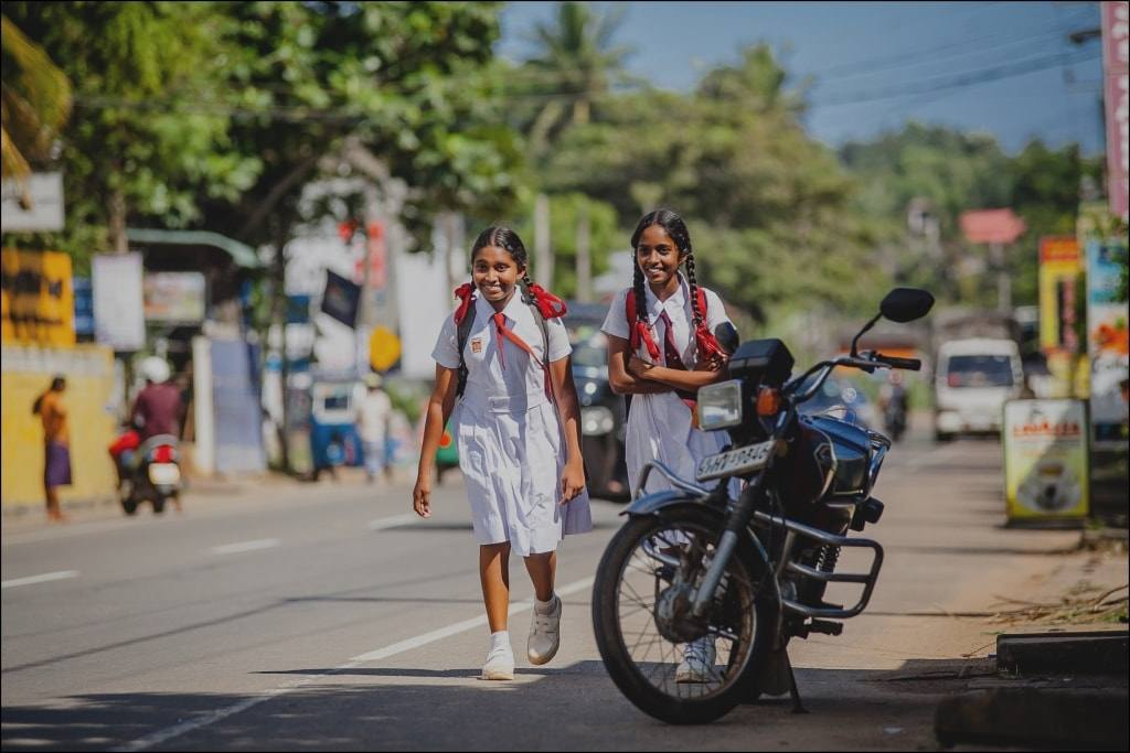 девочки школьницы Азия