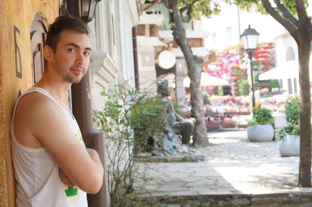 Anton Borodachev