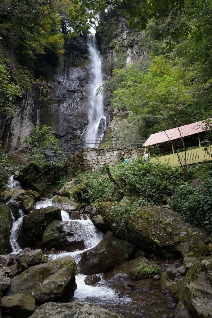 vodopad-v-maxunceti