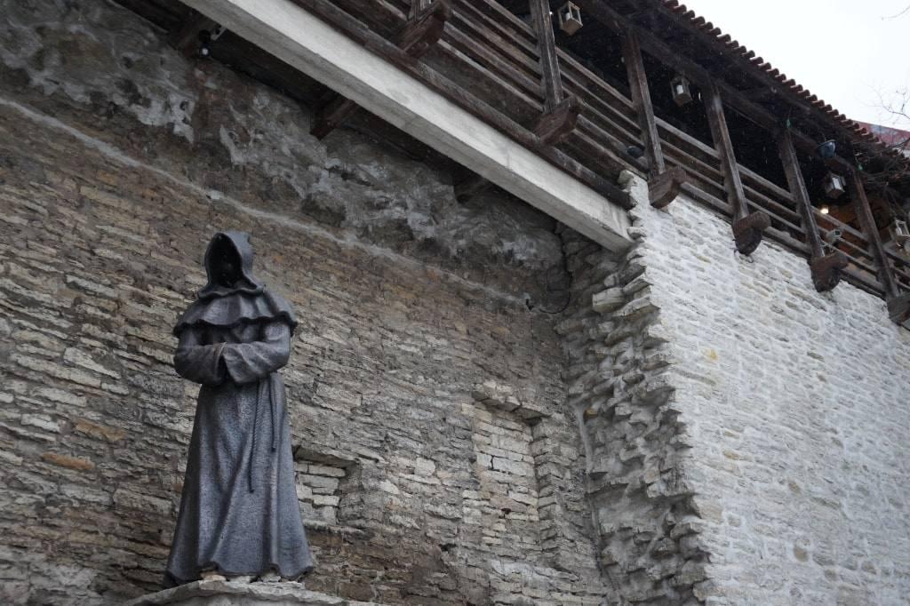 статуя-монаха