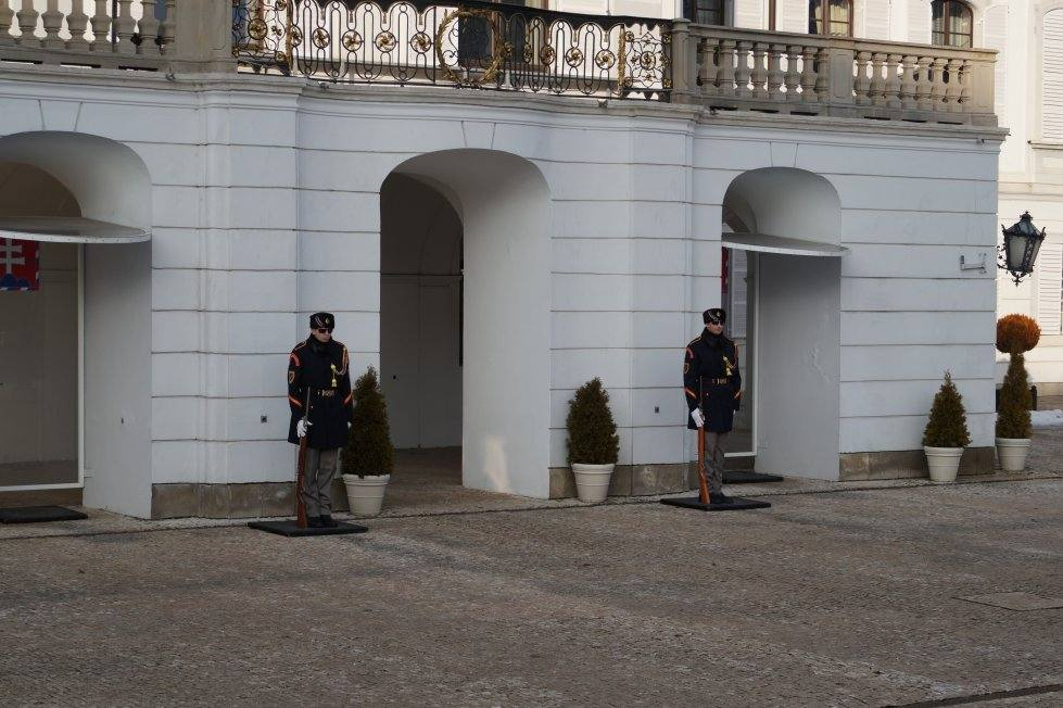 karaul-u-dvorca-prezidenta-bratislava