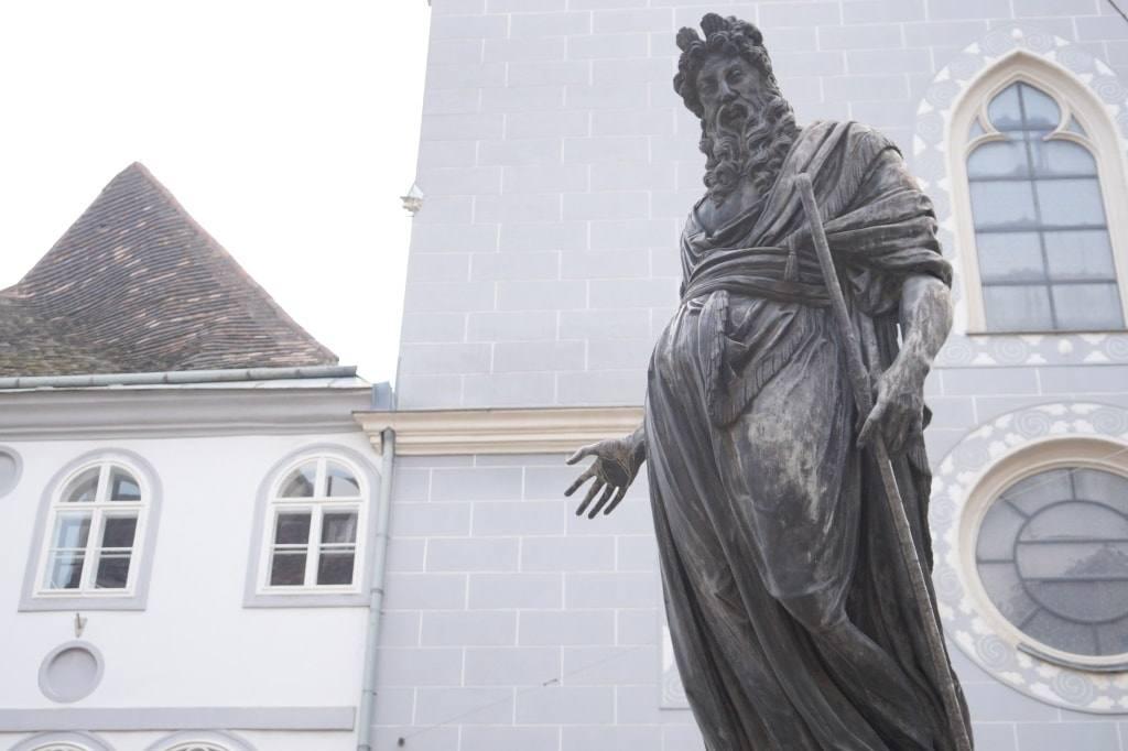 beremennyj-pamjatnik-avstrija