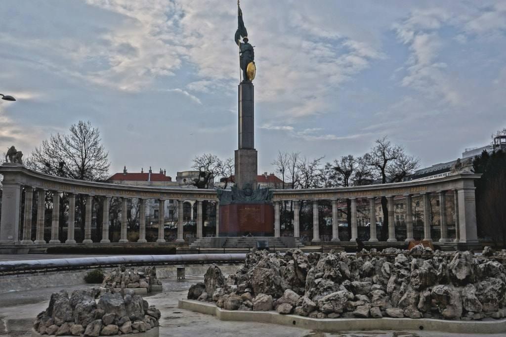 pamjatnik-sovetskim-soldatam