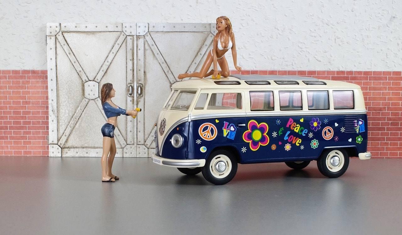 igrushechnyj-avtobus