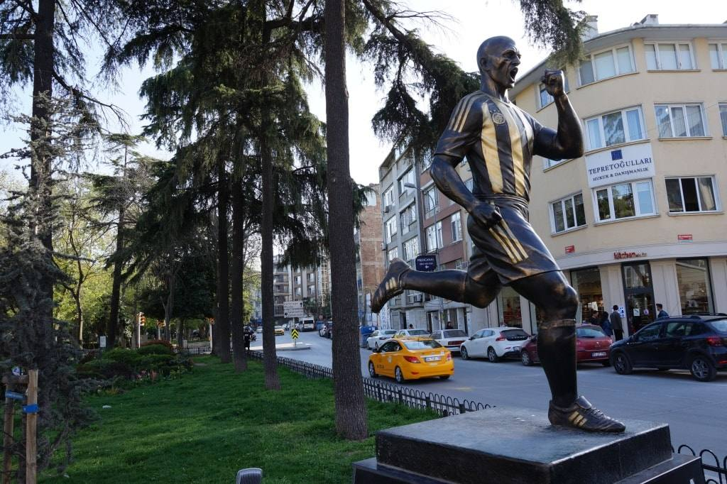 statuja-futbolista