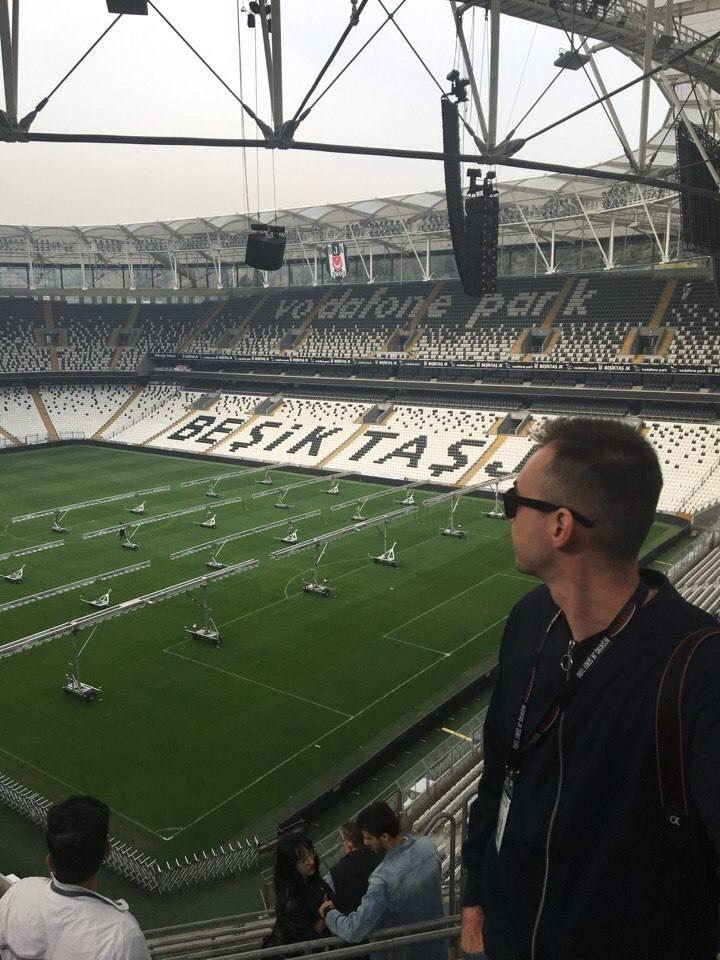 na-stadione