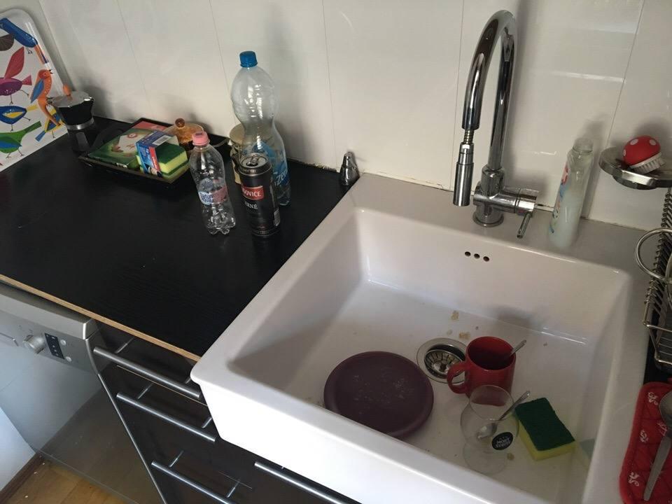 """Наша квартира в Будапеште. Немытые стаканы, """"сквозная"""" ванная и улыбчивый китаец."""