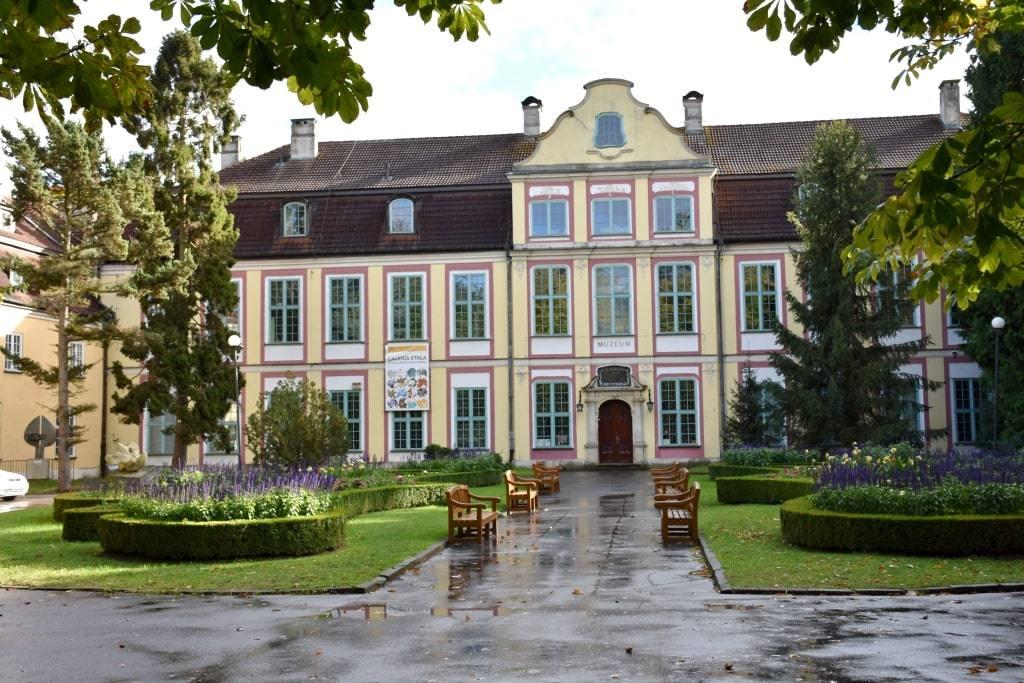 abbatskij-dvorec-dostoprimechatelnosti