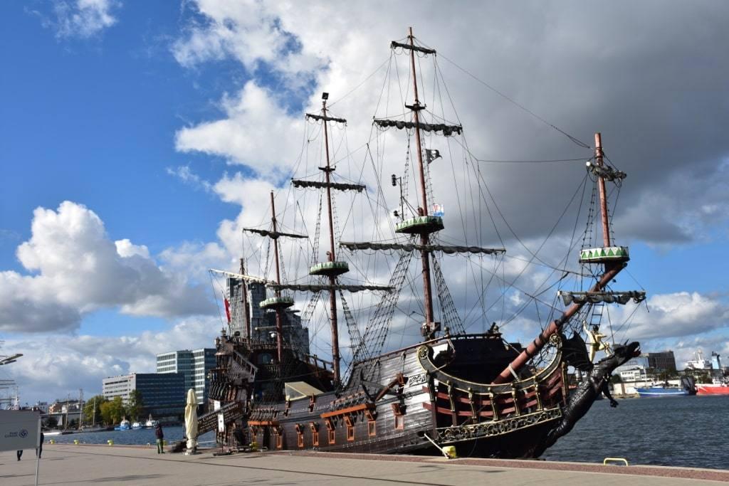 piratskij-korabl-foto