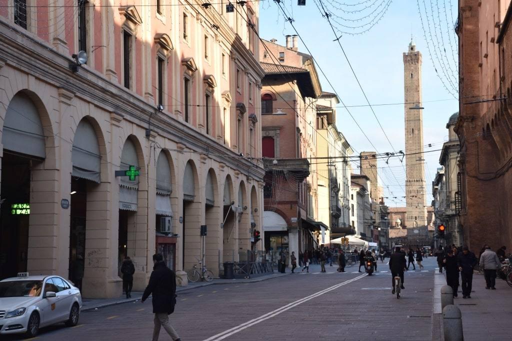 dostoprimechatelnosti-bolonii