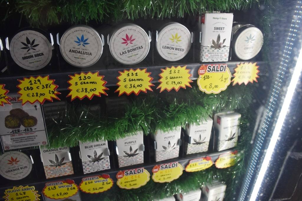 avtomat-s-marihuanoj