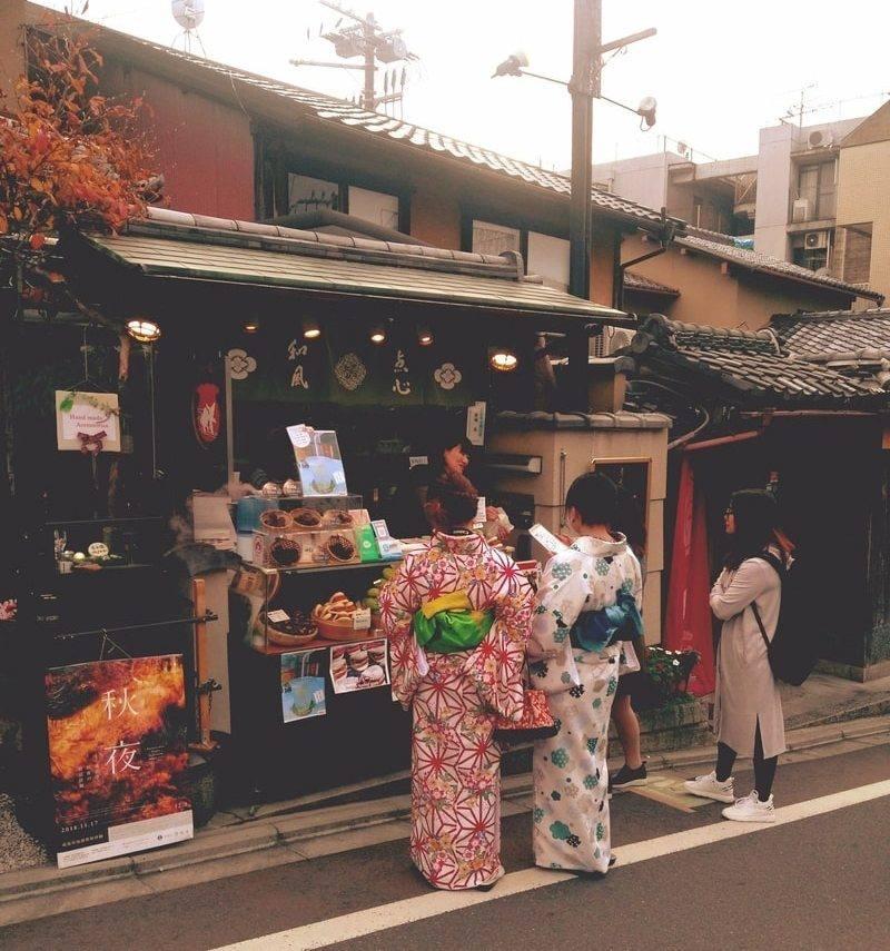 japonija-devushki