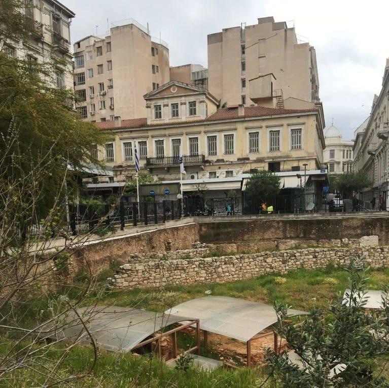 Интеллигентные бомжи, кинотеатры для взрослых и еще 6 вещей, что удивили меня в Афинах.