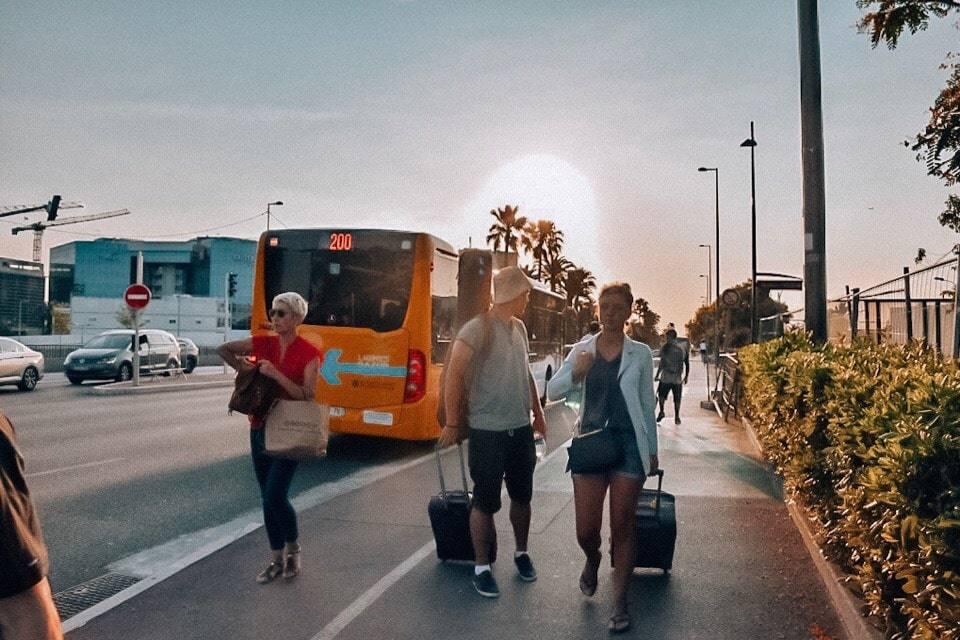 avtobus-iz-aeroporta-niccy