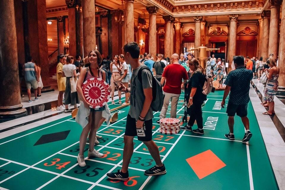 turisty-v-kazino