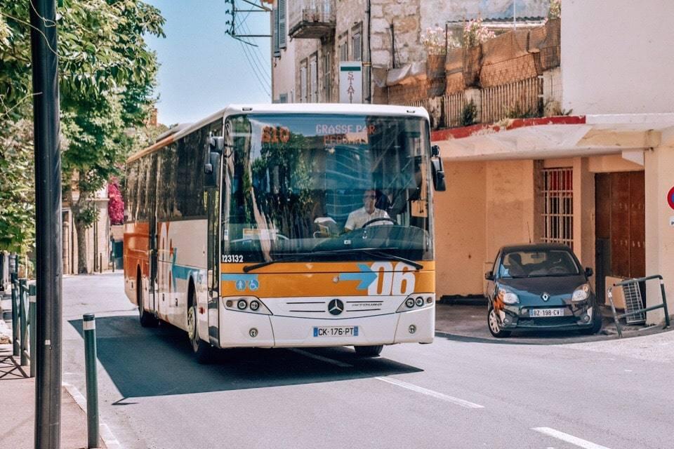 avtobus-v-gras