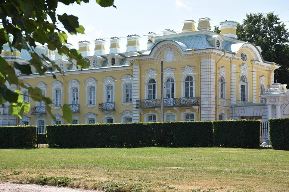 dvorec-v-petergofe