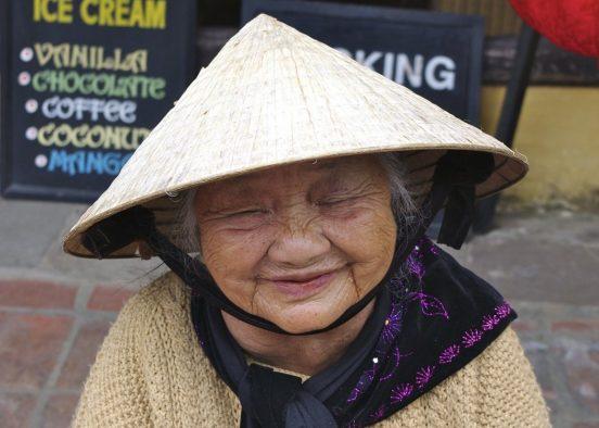 бабушка вьетнамка