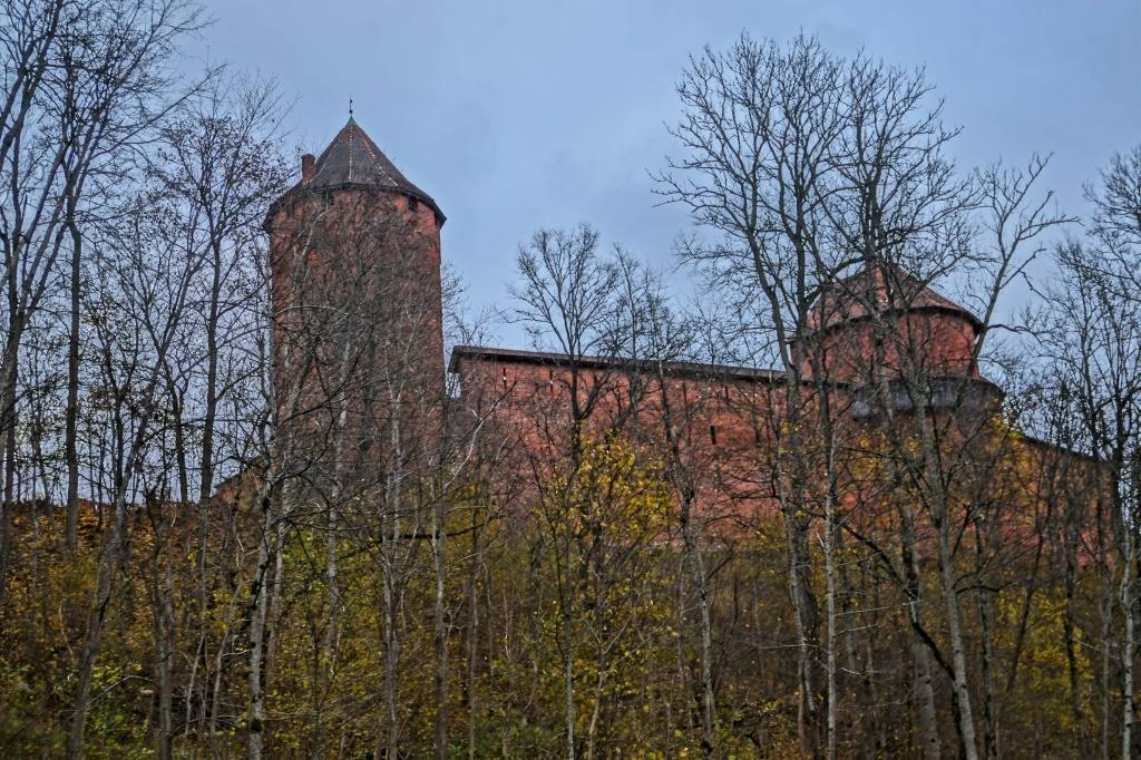 Турайдский замок на холме