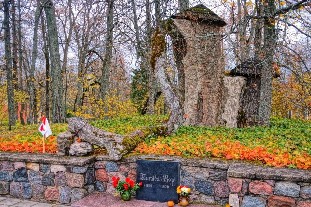 могила Турайдской розы