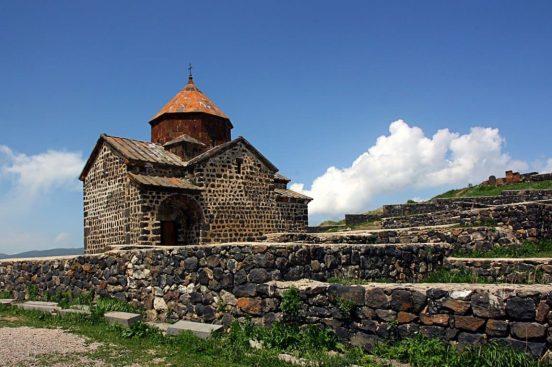 храм в Армении