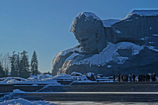 монумент мужество
