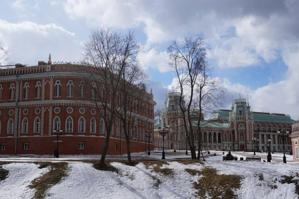 Царицынский дворец и Хлебный дом